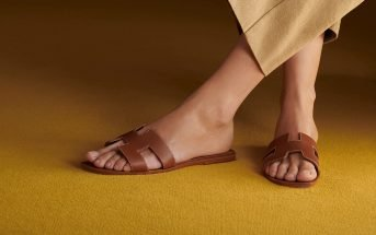 Foto dei sandali Oran di Hermès in cuoio