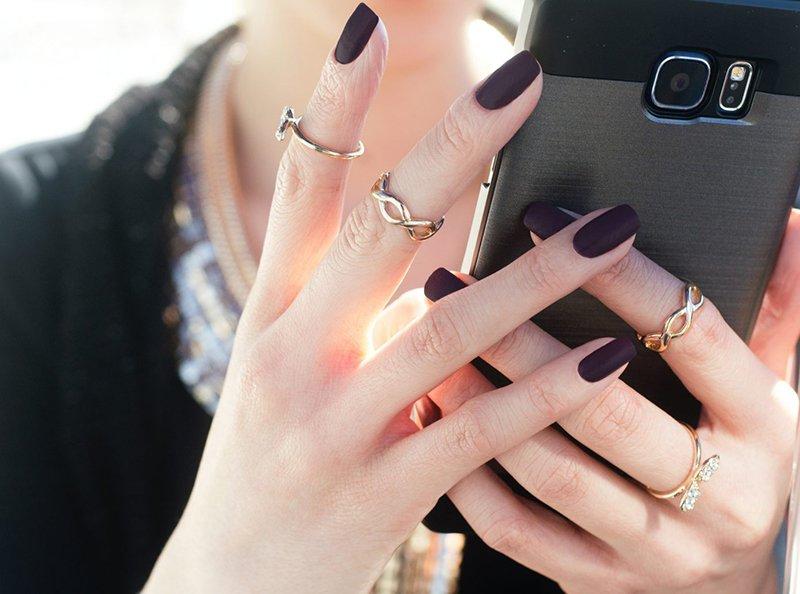 Foto di manicure con smalto nero