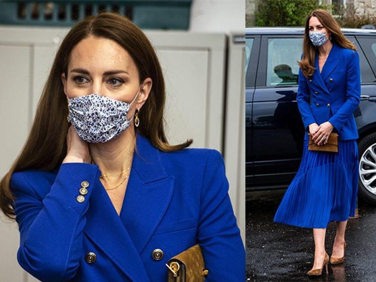 Foto di blazer blu con gonna
