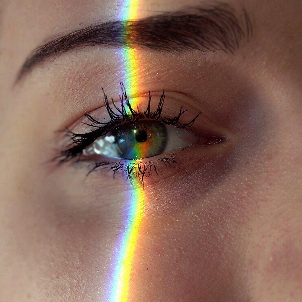 Foto di occhi con arcobaleno