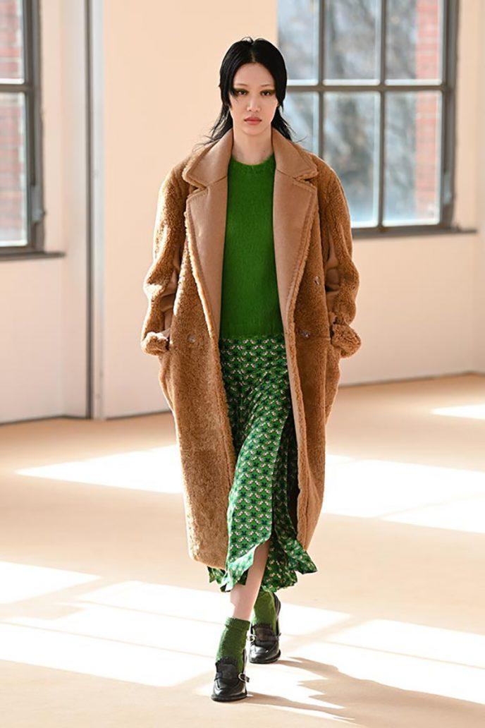 Foto di completo verde, colori moda autunno inverno 2021-2022